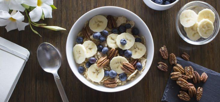 Ontbijttip: Vanille havermout met banaan noten en bosbessen